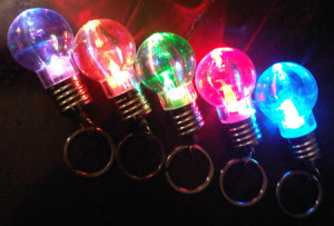 GANTUNGAN KUNCI LAMPU BOHLAM LED BULAT 7 WARNA – 664