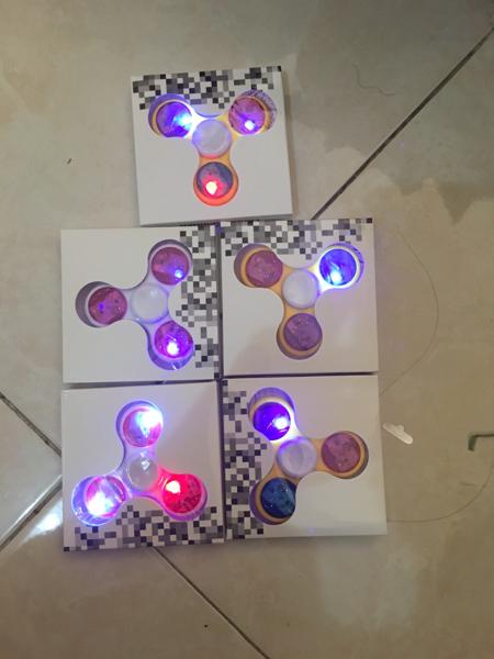 FIDGET SPINNER LAMPU LED HAND FINGER NYALA DISCO MAINAN HOBI - 777